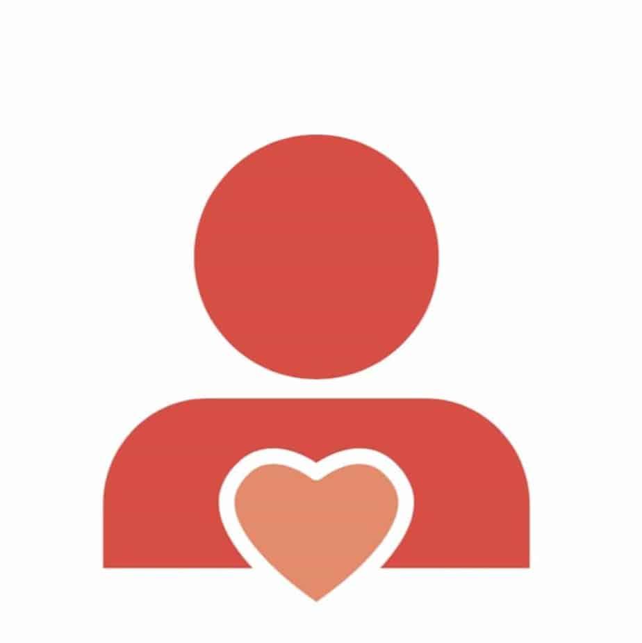 Un coeur dans la poitrine d'une personne